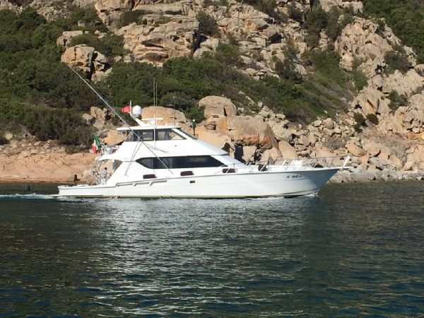 Luxury yacht for Sale | Makaira by Hatteras Yachts
