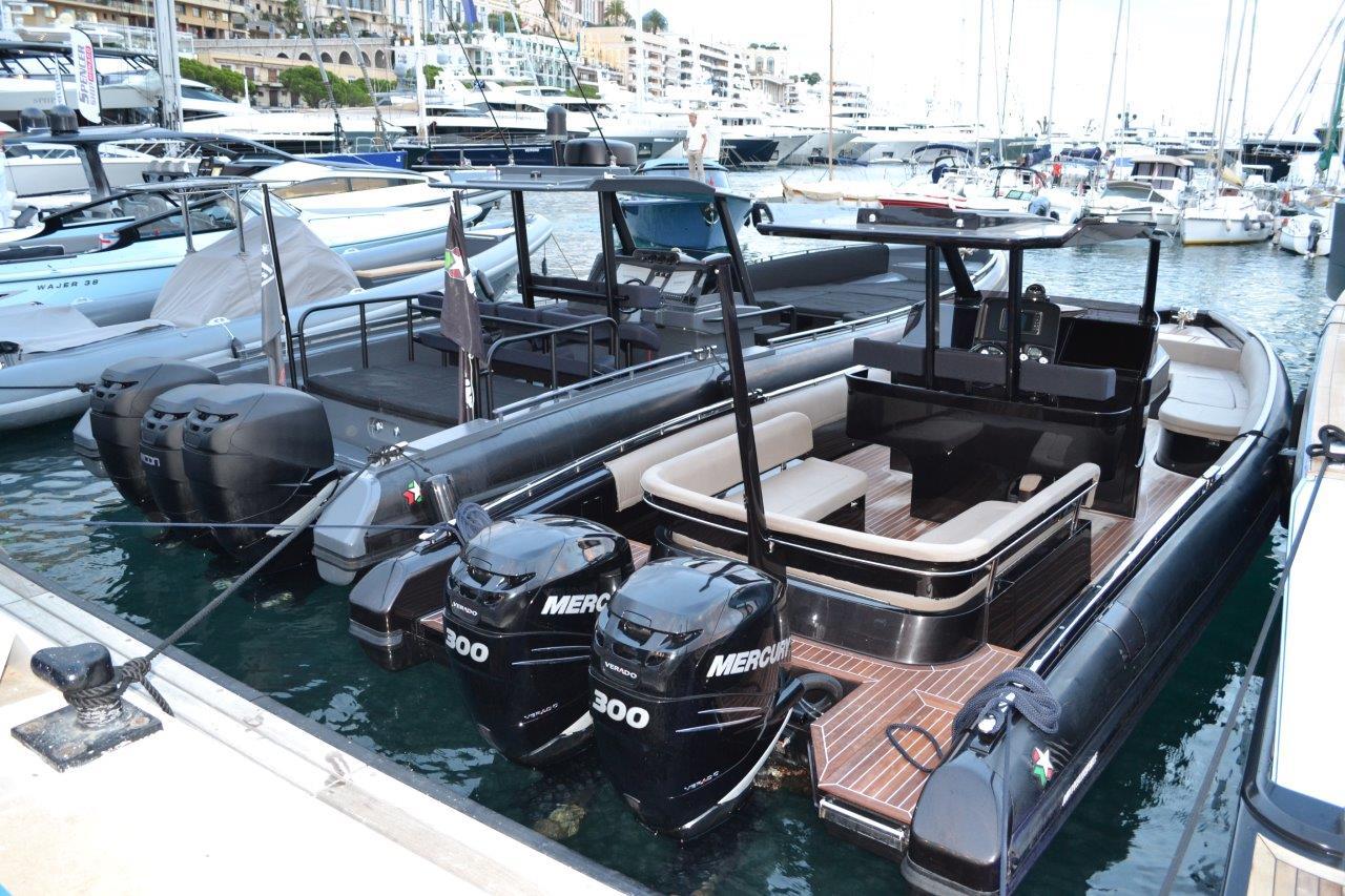 Luxury yacht for Sale   Black Shiver 100 (2015) by Novamarine