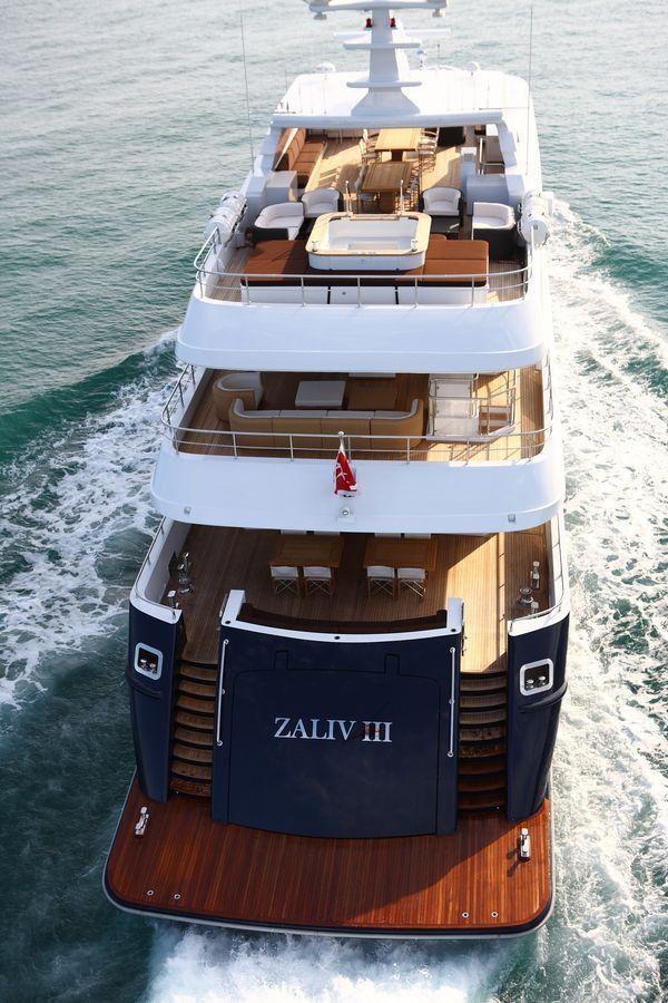 Aft at Cruise | Zaliv III