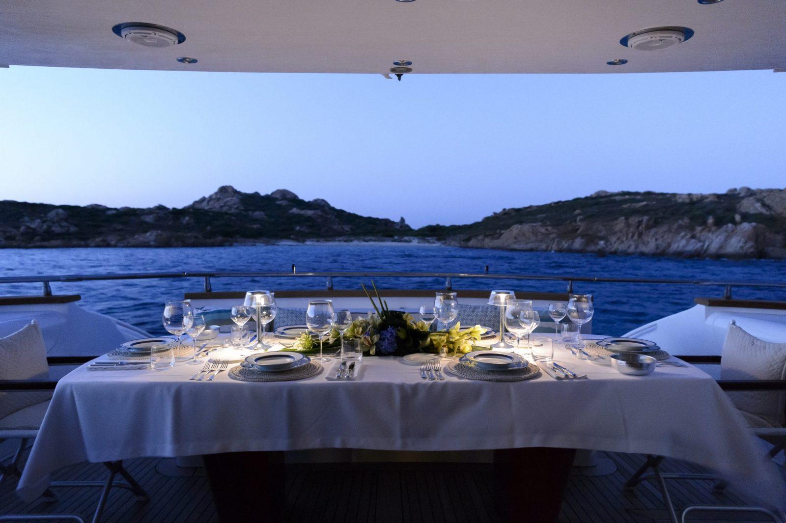 Al fresco dining | AMAYA