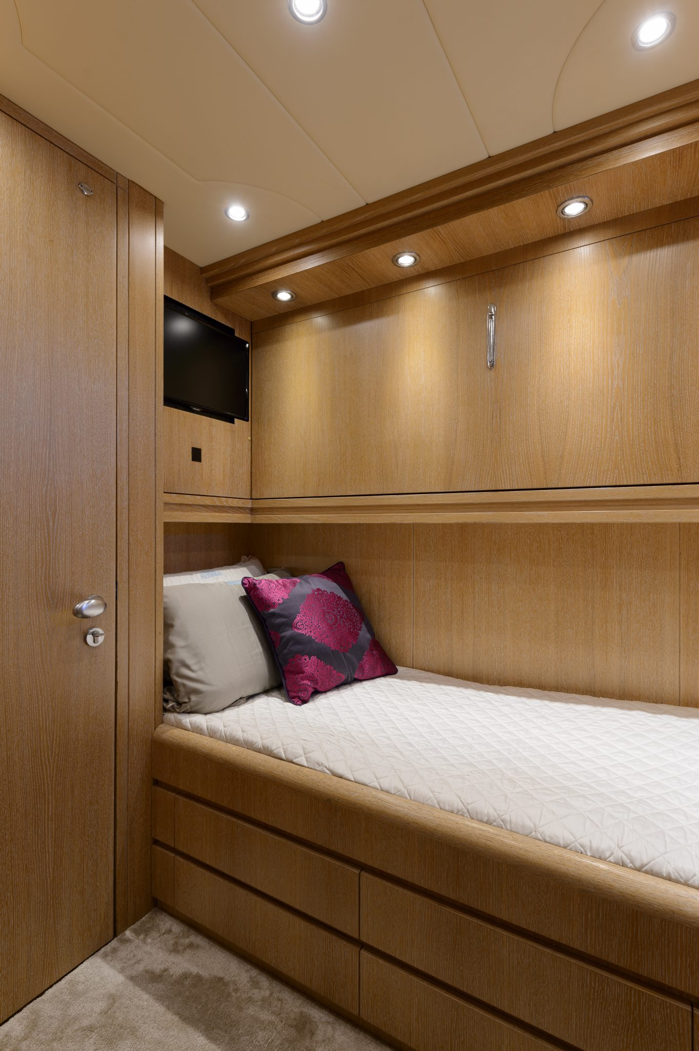 Single cabin with additional Pullman bed   AMAYA