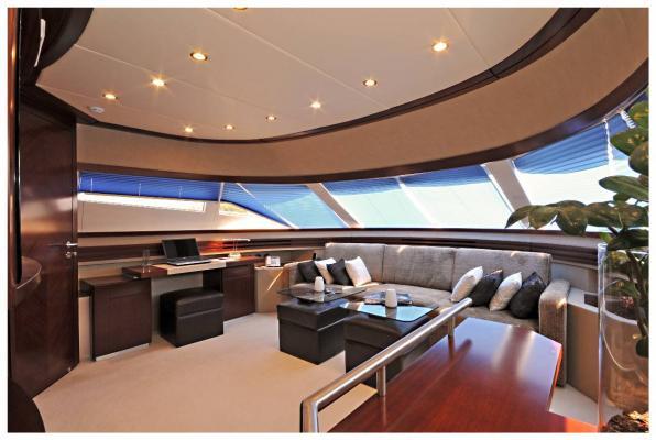 Upper Deck Studio | Lady Carola